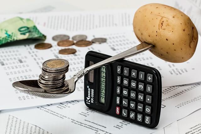 電卓とお金と食費のバランス