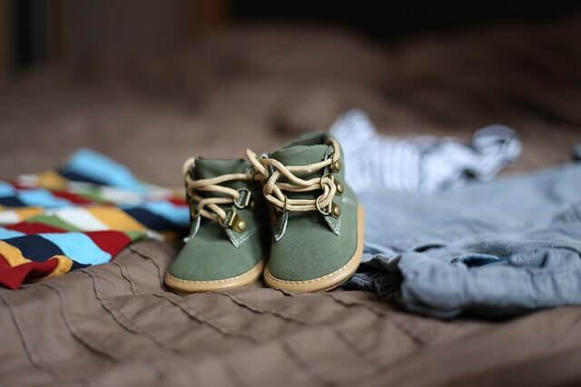 赤ちゃんの洋服と靴