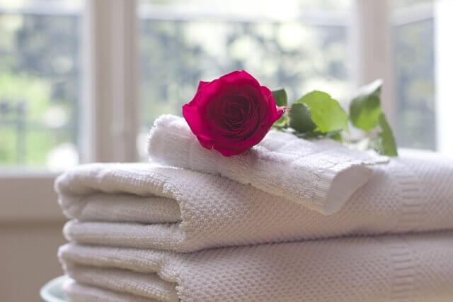浴室で使用する清潔なタオル